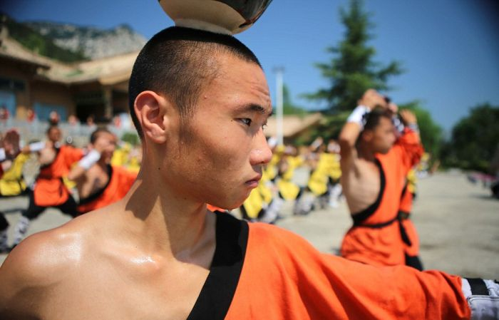 Shaolin Kung Fu Monks Gather To Train In The Heat (11 pics)