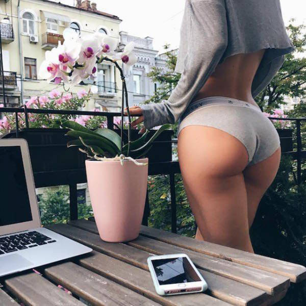 You're Going To Love This Beautiful Collection Of Girls With Gorgeous Butts (52 pics)