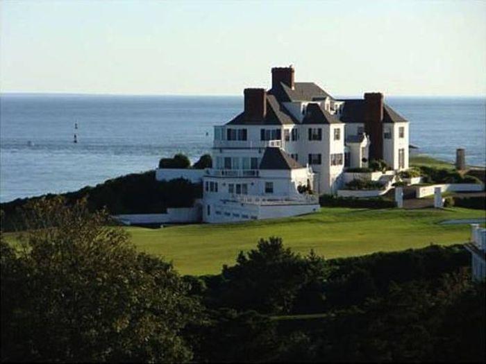 An Inside Look At Taylor Swift's $17 Million Dollar Rhode Island Mansion (18 pics)