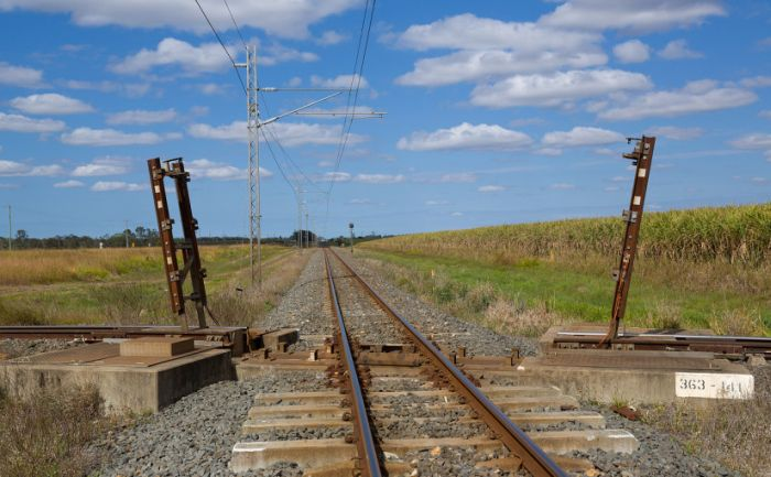 Photographer Captures Australia's Strangest Railroad Crossing (3 pics + video)