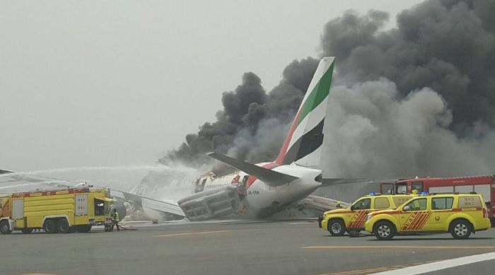 Emirates Airline Flight Crash Lands In Dubai After Catching Fire In The Air (3 pics)