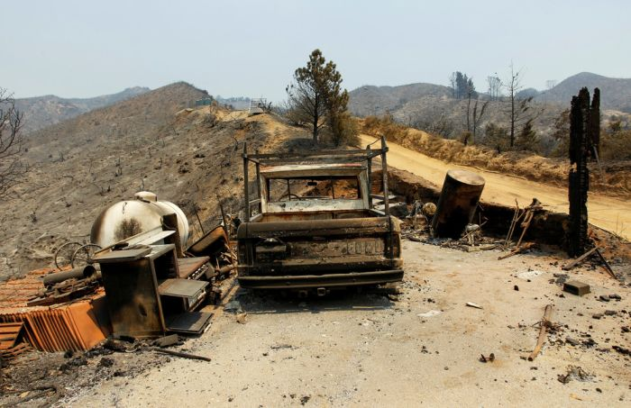 Raging Wildfires Destroy Homes In California (17 pics)