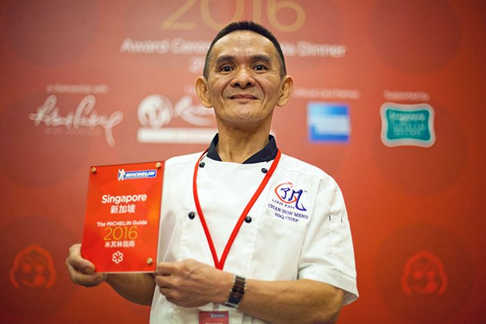 Street Vendor In Singapore Receives Michelin Star (4 pics)