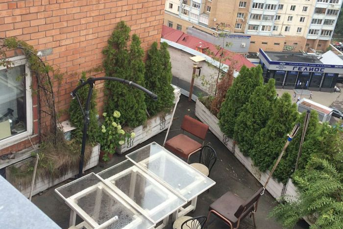 Moscow Residents Stage Luxurious Pool On The Roof (4 pics)