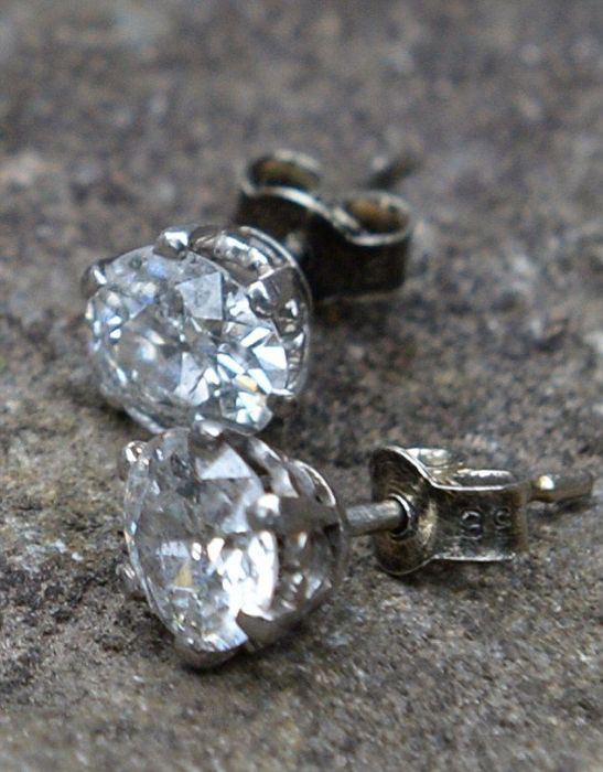 Couple Finds Incredible Diamonds Inside An Old Chair (8 pics)