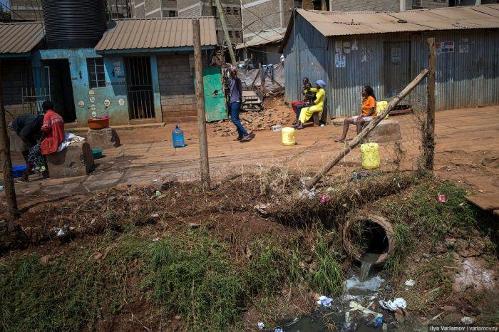The Kibera District Is The Largest Urban Slum In Africa (27 pics)