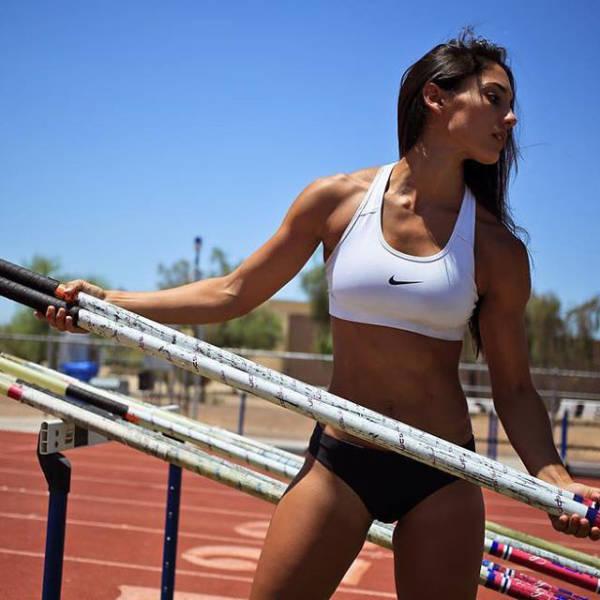 La Atleta Allison Stokke, pasa lince!