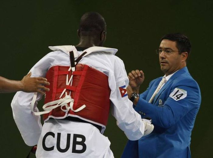 Extraordinary Moments That Have Happened At The Summer Olympic Games (32 pics)