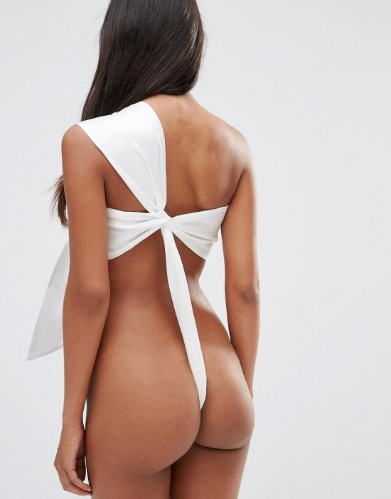Now Women Can Literally Wrap Themselves Up Using A Body Bow (6 pics)