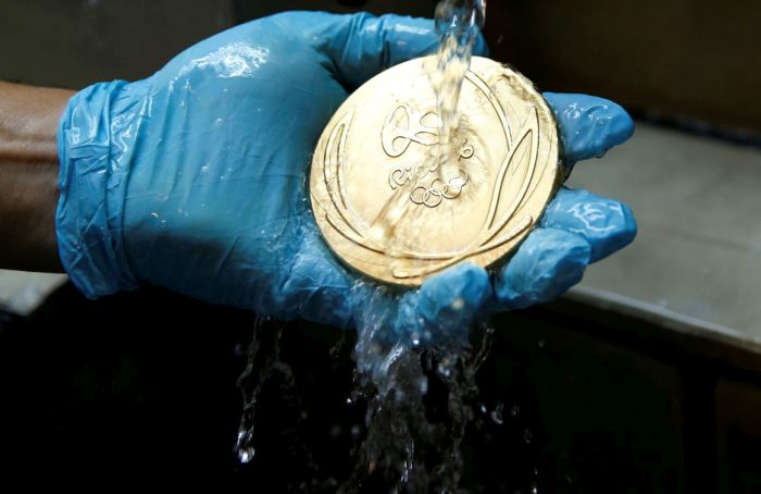 How Olympic Medals Are Made For The 2016 Olympic Games (21 pics)
