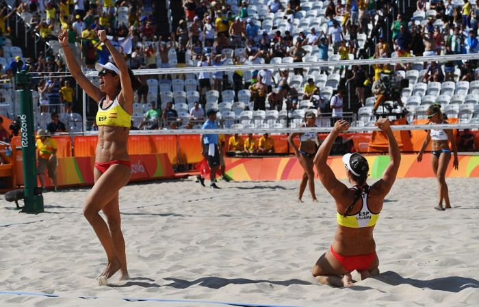 Awesome Action Shots From Beach Volleyball At The Olympic Games In Rio (25 pics)
