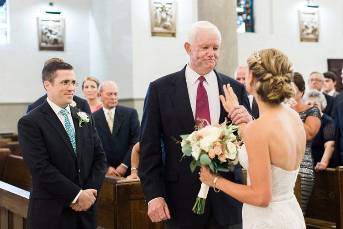 Bride Asks Man With Her Father's Heart To Walk Her Down The Aisle (5 pics)