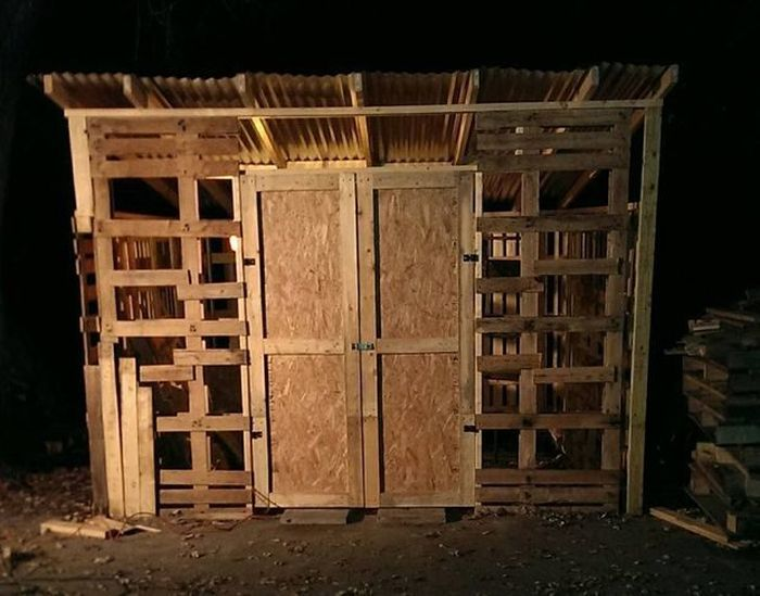 Guy Builds Impressive Shed Out Of Wooden Pallets (10 pics)