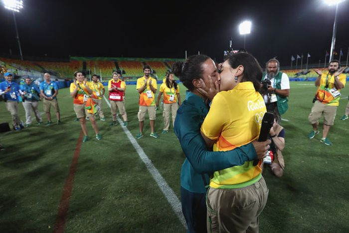 Olympian Proposes To Her Girlfriend At The Olympic Games In Rio (6 pics)