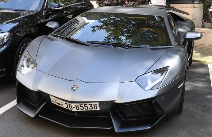 Supercar Owners Show Off Their Rides On The Streets Of London (21 pics)