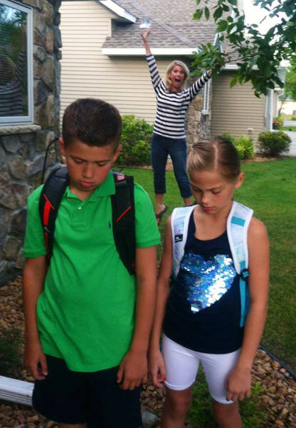 Parents Have Hilarious Reactions To The First Day Of School (24 pics)