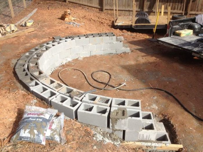 How To Build A Beautiful Fire Pit In Your Backyard Using Stones And Blocks (18 pics)