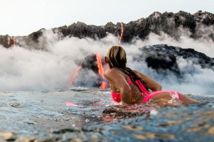 Adventurous Surfer Swims Near Erupting Volcano In Hawaii (24 pics)