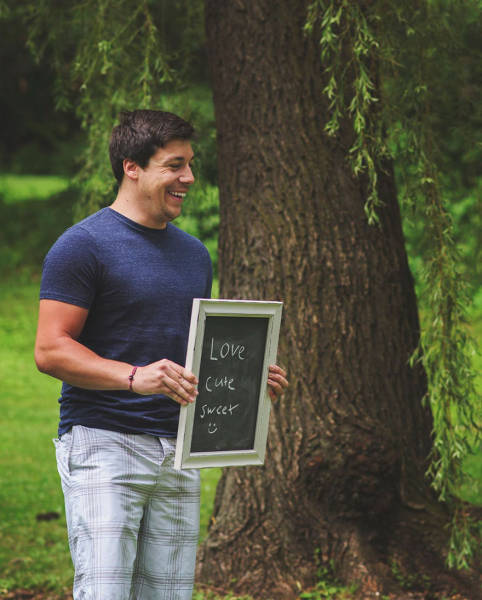 Wife Comes Up With Creative Way To Announce That She's Pregnant (10 pics)