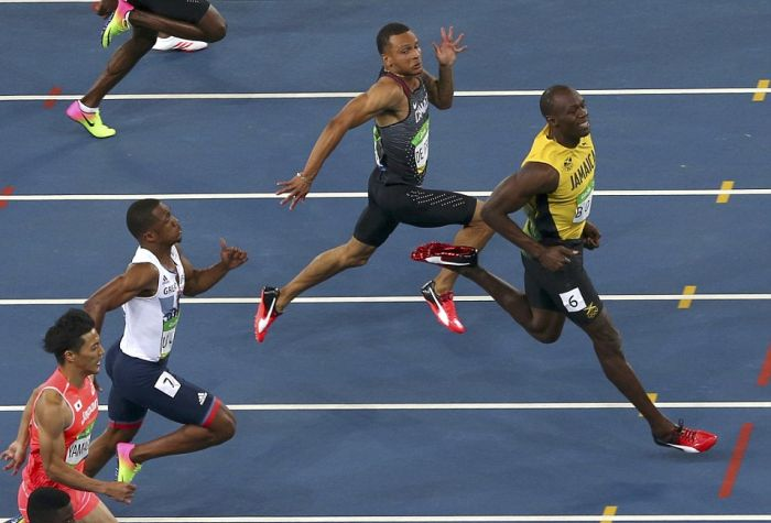 Usain Bolt Smiles For The Camera As He Zooms Past His Olympic Opponents (3 pics)