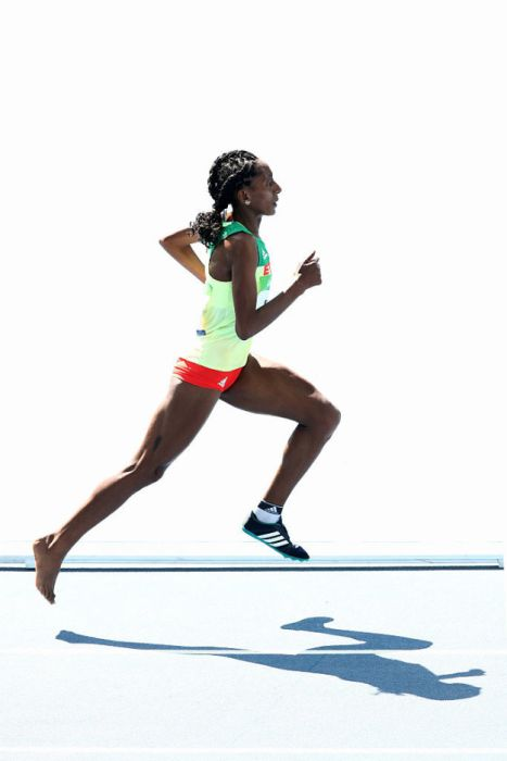Etenesh Diro Finishes An Olympic Race With Only One Shoe (9 pics)