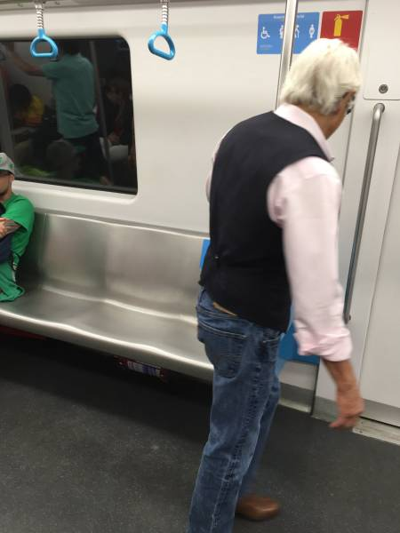 Grandpa Refuses To Sit In Seat Meant For The Elderly (3 pics)