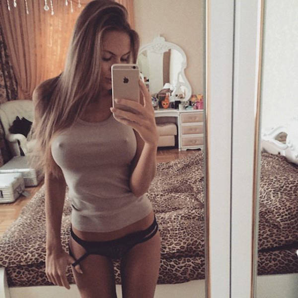 Beautiful Girls Who Think Bras Are Overrated (45 pics)
