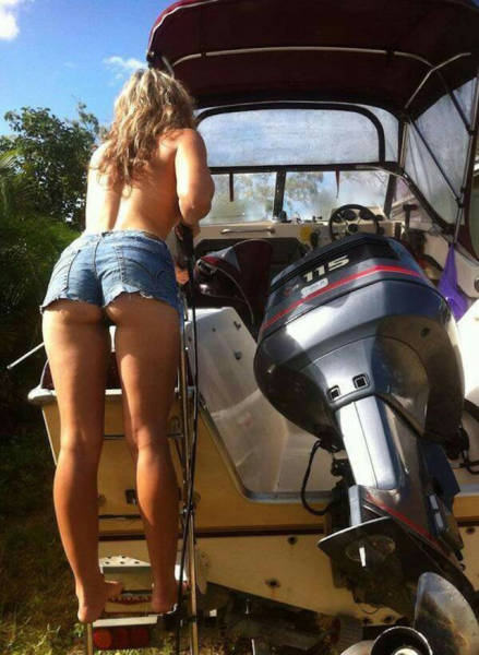Short Shorts Are A Sexy Trend That's Always In Style (63 pics)