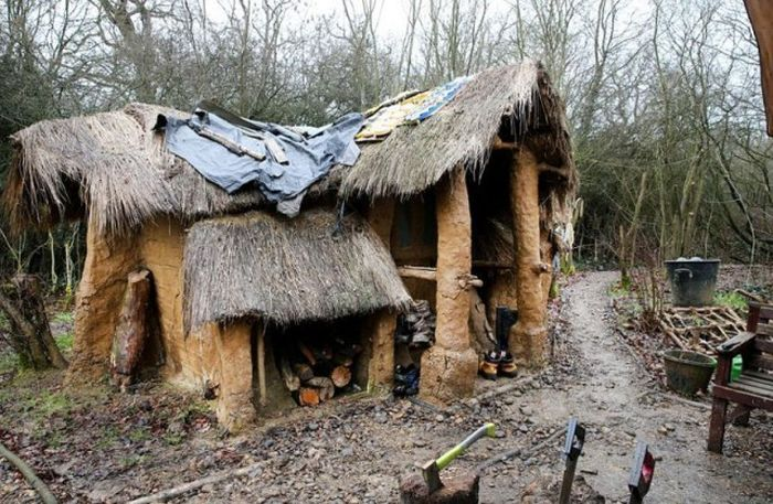 Hermit Gets Kicked Out Of Mud Hut He Built With His Own Hands (8 pics)