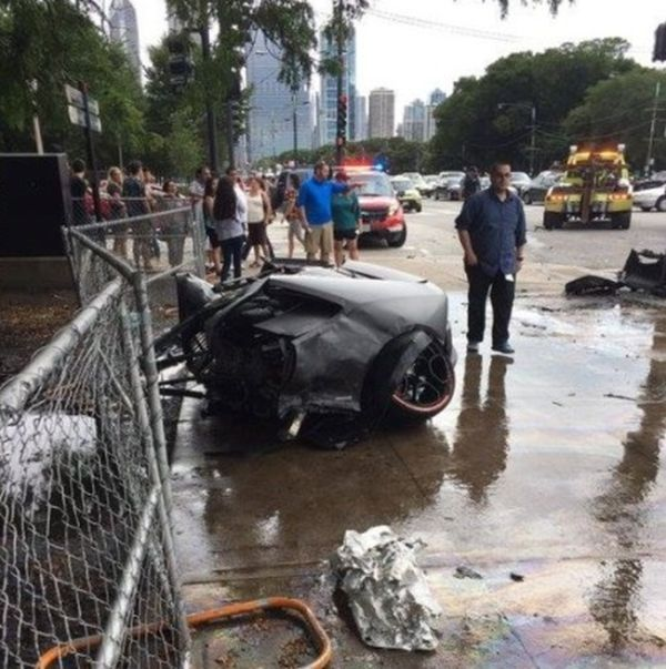 Lamborghini Huracan Gets Smashed To Pieces In Collision (2 pics)