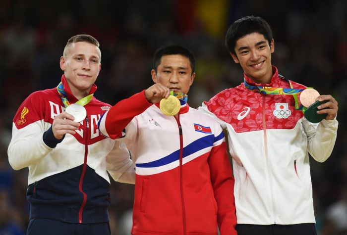 This Gymnast Is The Saddest Gold Medal Winner At The Olympic Games (4 pics)