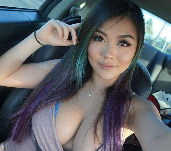 Gorgeous Busty Babes That Will Instantly Put A Smile On Your Face (60 pics)