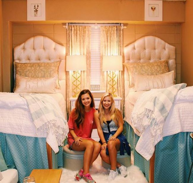 First Year College Students Give Their Room An Amazing Makeover (3 pics)