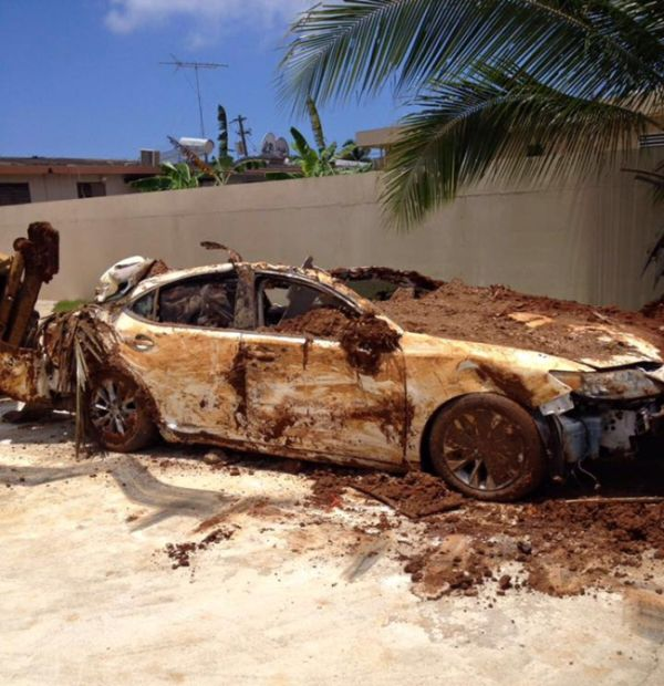Lexus Owner Gets Busted After Burying His Own Car (4 pics)