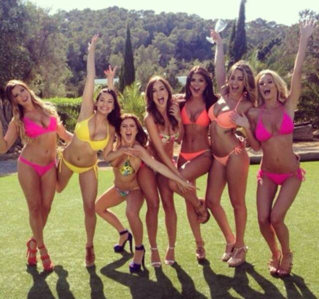 Gorgeous Women Get Even Better Looking When They Travel In Groups (55 pics)