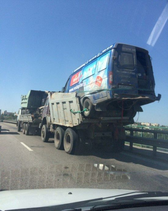 This Definitely Isn't Something You See On The Road Everyday (2 pics)