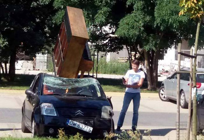 Classic Examples Of Awful Things Happening At The Worst Possible Moment (39 pics)