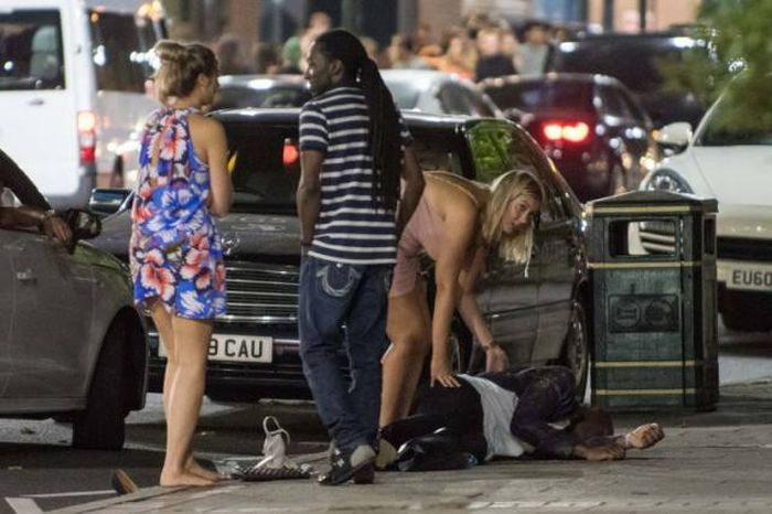 Birmingham Students Party Hard While Celebrating Their A Level Results (25 pics)