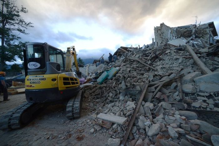 Powerful Earthquake Devastates Central Italy (27 pics)