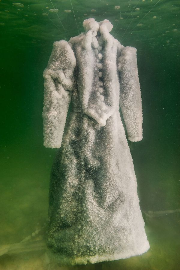 Dress Turns Into Glittering Salt Crystal Masterpiece After 2 Years In The Dead Sea (6 pics)