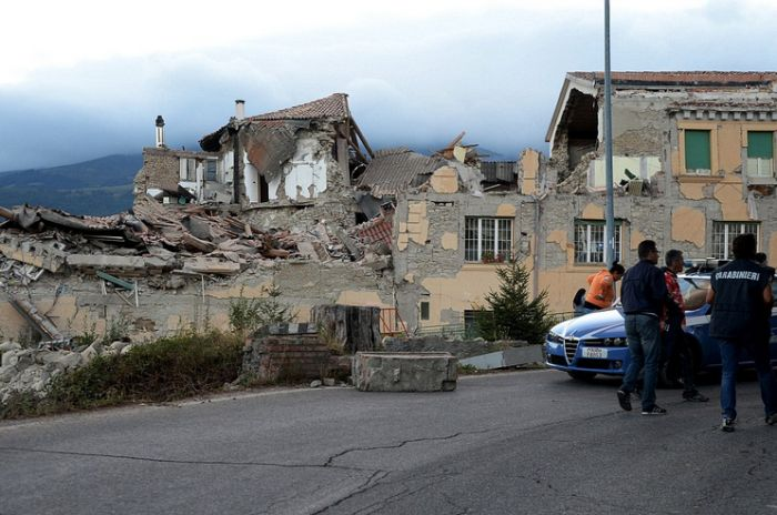Before And After Photos Show The Devastating Impact Of Earthquakes In Italy (16 pics)