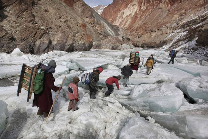 Harsh Conditions Kids Around The World Have To Endure To Get To School (24 pics)