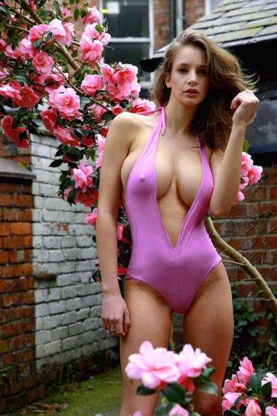 Everybody Loves A Beautiful Babe With A Busty Chest (50 pics)