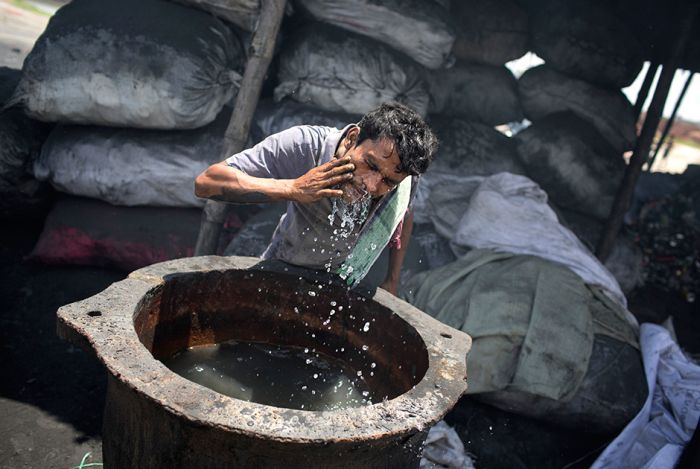 Bangladesh Citizens Work Themselves To The Bone For $10 A Day (15 pics)