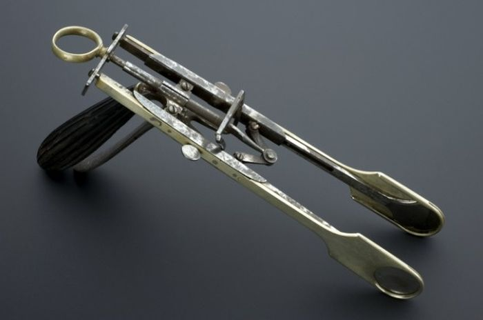 15 Disturbing Medical Instruments From The Past That Will Make You Cringe (15 pics)