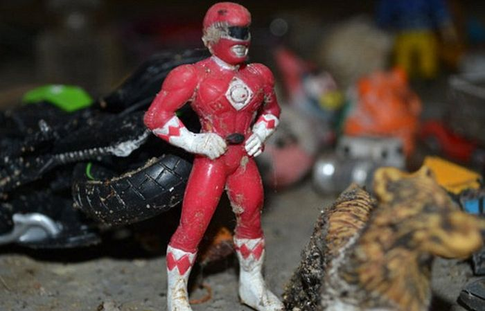 A Power Ranger, Sex Toys, Credit Cards And More Found In London's Sewage System (15 pics)