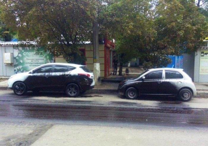 Car Parks In The Wrong Place At The Wrong Time (3 pics)