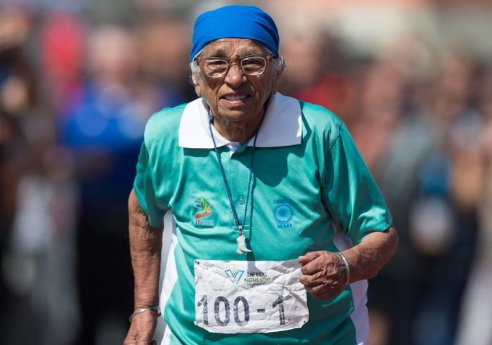 A 100 Year Old Man From India Entered A Marathon In Canada (3 pics)