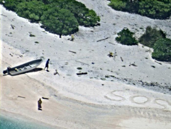 Boaters Rescued Thanks To Their SOS Sign In The Sand (3 pics)