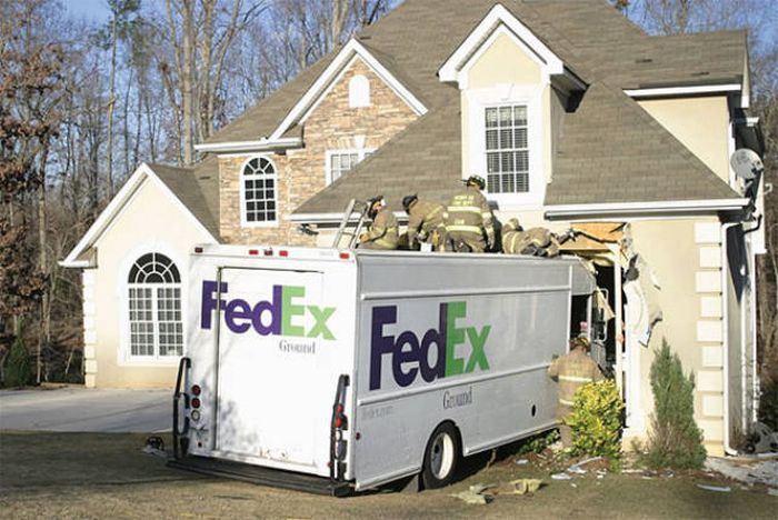 Crazy Delivery Fails That Make You Want To Scream At The Delivery Guy (33 pics)